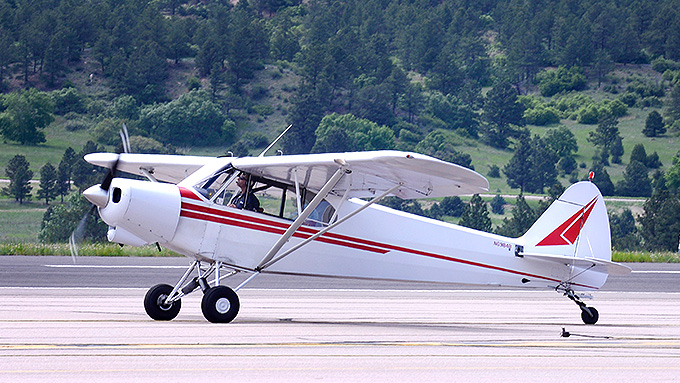 Image of USAF Academy Piper Super Cub in flight