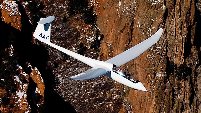 Image of USAF Academy TG-15 sailplane in flight