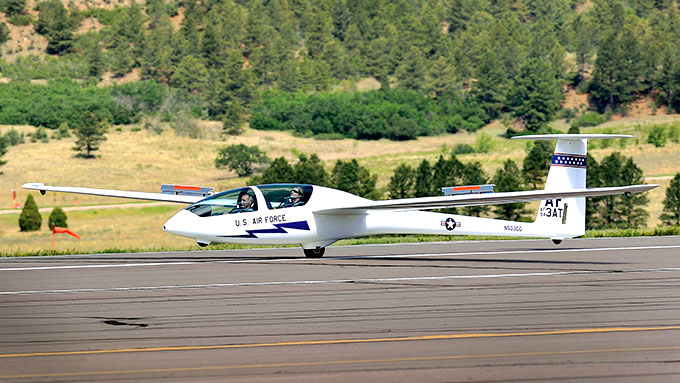 Image of USAF Academy TG-16A on runway.